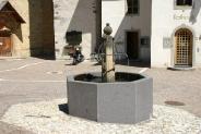 08-Brunnen Dorfplatz